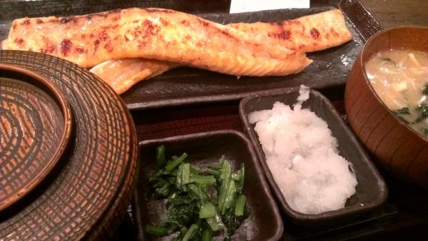 【新宿ごはん】魚定食の『しんぱち食堂』がコスパ高すぎて愛しい