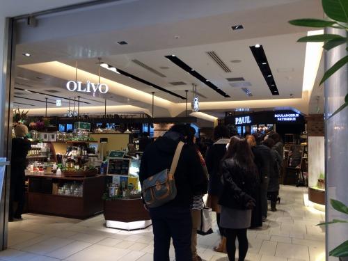 【速報】品川駅ナカ600円で生ハム食べ放題モーニングのバル マルシェ コダマさん、バズりすぎて早朝から30人待ち(推定)