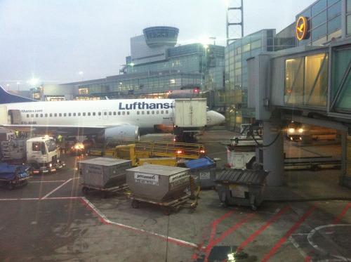 【旅行】フランクフルト空港の搭乗ゲート前には無料のドリンクバーがあった
